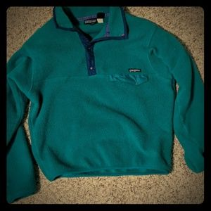 Patagonia pull over sweater.